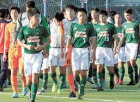FC東京ユースに敗れ、2連覇を逃した小山内主将(4)ら青森山田高イレブン