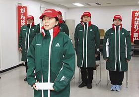 選手団を代表し、謝辞を述べる上野理絵選手=富山市の県民会館で