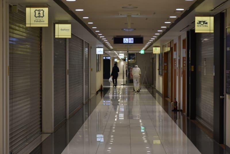 関西空港第1ターミナル3Fのシャッター通り=2月8日