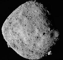 2018年12月に探査機オシリス・レックスのカメラが捉えた小惑星ベンヌ(複数画像の組み合わせ、NASAなど提供・共同)