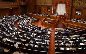 改正児童虐待防止法と改正児童福祉法を全会一致で可決、成立した参院本会議=19日午前