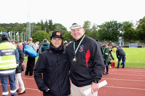 7月の世界選手権で優勝した米国のダン・ホーキンスHC(右)は、カールスタッドでオフェンスコーディネーターを担当=写真提供・山本慎治さん