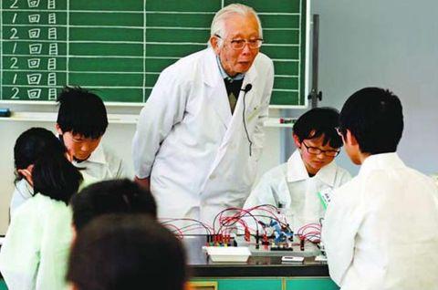 小中生ら「導電」実験 ノーベル賞白川名誉教授が教室 阿南