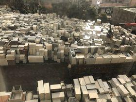 旧県庁舎の駐車場を埋めたロッカーや棚など=長崎市江戸町