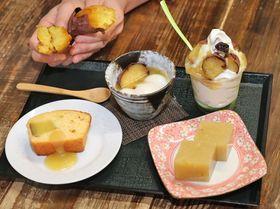 サンデー(右奥)、ぜんざい(中央)など焼き芋を使ったスイーツ=長岡市の道の駅「良寛の里わしま」