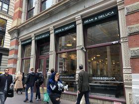 米国の高級食品店「ディーン&デルーカ」の主力店=2019年10月、ニューヨーク(共同)