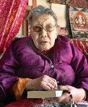 中国での収容所生活について語るアデさん=今月上旬、インド・ダラムサラ