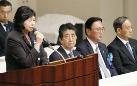 北朝鮮による拉致問題の解決を求める「国民大集会」に出席した安倍首相=9月16日、東京都千代田区