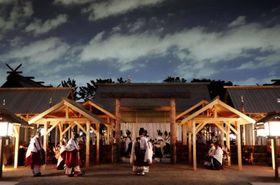 「悠紀殿供饌の儀」が営まれる大嘗宮=11月14日午後8時52分、皇居・東御苑(代表撮影)