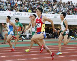 成年男子100メートル決勝 10秒22で初優勝した大阪・多田修平(手前)=ニンジニアスタジアム
