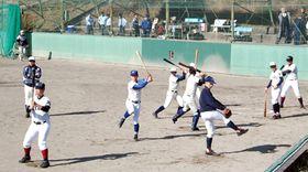 立命大との練習試合を前に練習する選手たち(立命大柊野グラウンド)