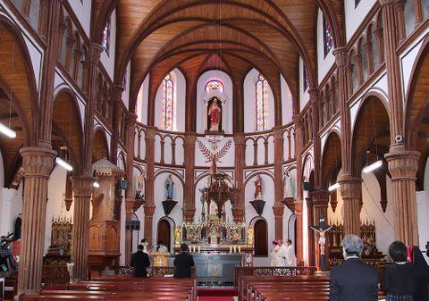 黒島天主堂の改修工事終了 「立派」「満足」、涙する信者も
