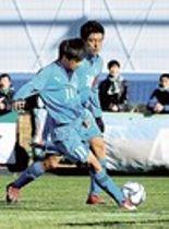 袋井高-岐阜ユース 前半6分、袋井高の岡村(11)が先制点を決める=ゆめりあサッカー場