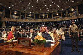 閣僚級会合に参加した各国の関係者たち=14日、クウェート(AP=共同)