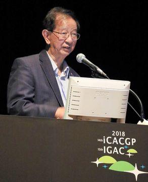 講演するノーベル化学賞受賞者の李遠哲さん=高松市、サンポートホール高松
