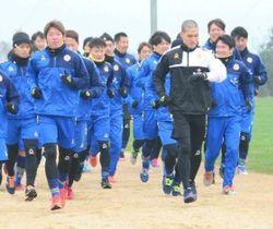 J2昇格を目指してトレーニングを開始したギラヴァンツ北九州の選手たち