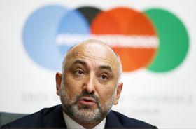 24日、会議閉会後に記者会見するアフガニスタンのアトマル外相=ジュネーブ(AP=共同)