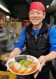 西脇多可料飲組合ラーメン部会長の畑純司さん。「伝統ある播州ラーメンの味を伝えたい」と話す=西脇市野村町