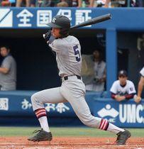 慶応高時代から、その打撃センスで注目されていた=2015年7月24日、横浜スタジアム