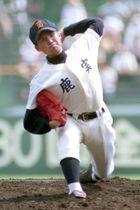 1998年夏の甲子園1回戦(八戸工大一戦)でノーヒットノーランを達成した杉内投手=甲子園