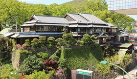 解体される見通しとなっている富貴楼=2017年4月、長崎市上西山町