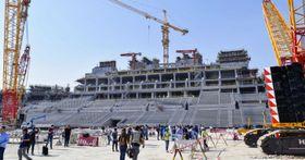 サッカーの2022年W杯カタール大会に向け、建設が進むルサイル競技場=15日、ルサイル(共同)