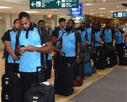 W杯初戦に向けて秋田空港を出発するフィジーの選手たち