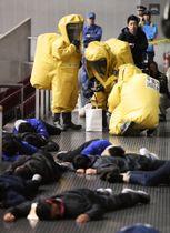 千葉市の幕張メッセで行われたテロ対策訓練=24日午前