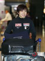 スピードスケートW杯から帰国した小平奈緒=12日、成田空港