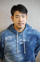 米国から帰国し、取材に応じる西武の菊池雄星投手=19日午後、成田空港