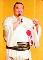 日本国籍取得を報告し、九州場所への意気込みを語る白鵬関=徳島市の徳島グランヴィリオホテル