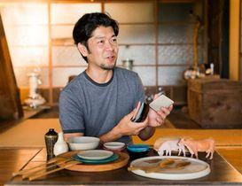 インスタへの投稿が有名レストランでの器の採用につながった湯浅ロベルト淳さん=浜松市天竜区