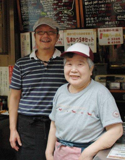 ■お店を切り盛りする沢本陽一さんと恵美子さん