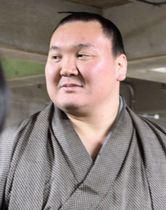日本相撲協会が開いた不祥事の再発防止に向けた研修を終え、取材に応じる横綱白鵬関=13日、両国国技館
