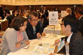 アジアの旅行会社の担当者に観光の魅力を説明した商談会