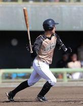 三回無死一塁、左中間に適時二塁打を放つ浅間(藤井泰生撮影)