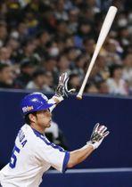 1回、右中間に2点二塁打を放つ中日・福田=ナゴヤドーム