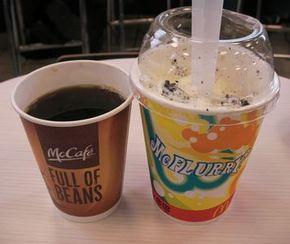 ホットコーヒーとマックフルーリー