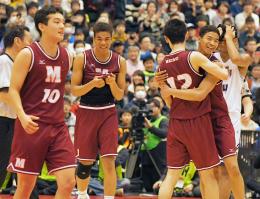 明成、進化を証明 全国高校バスケ、2年ぶり5度目の頂点