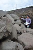 三戸城跡で見つかった本丸の石垣=18日、三戸町