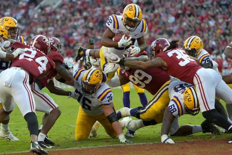 LSUがアラバマ大倒す ミネソタ大はペン州立大に競り勝つ 米大学フットボール