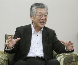 インタビューに応じる広島銀行の部谷俊雄頭取