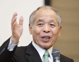 講演する鈴木宗男元衆院議員=24日午後、東京都中央区