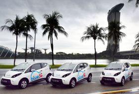 12日、シンガポールで披露されたカーシェアリング事業「ブルーSG」の電気自動車(共同)