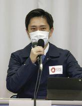 大阪府の新型コロナウイルス対策本部会議で発言する吉村洋文知事=7日午後、大阪市