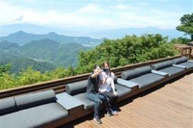 ソファー、ベッドで絶景堪能 伊豆の国の観光施設