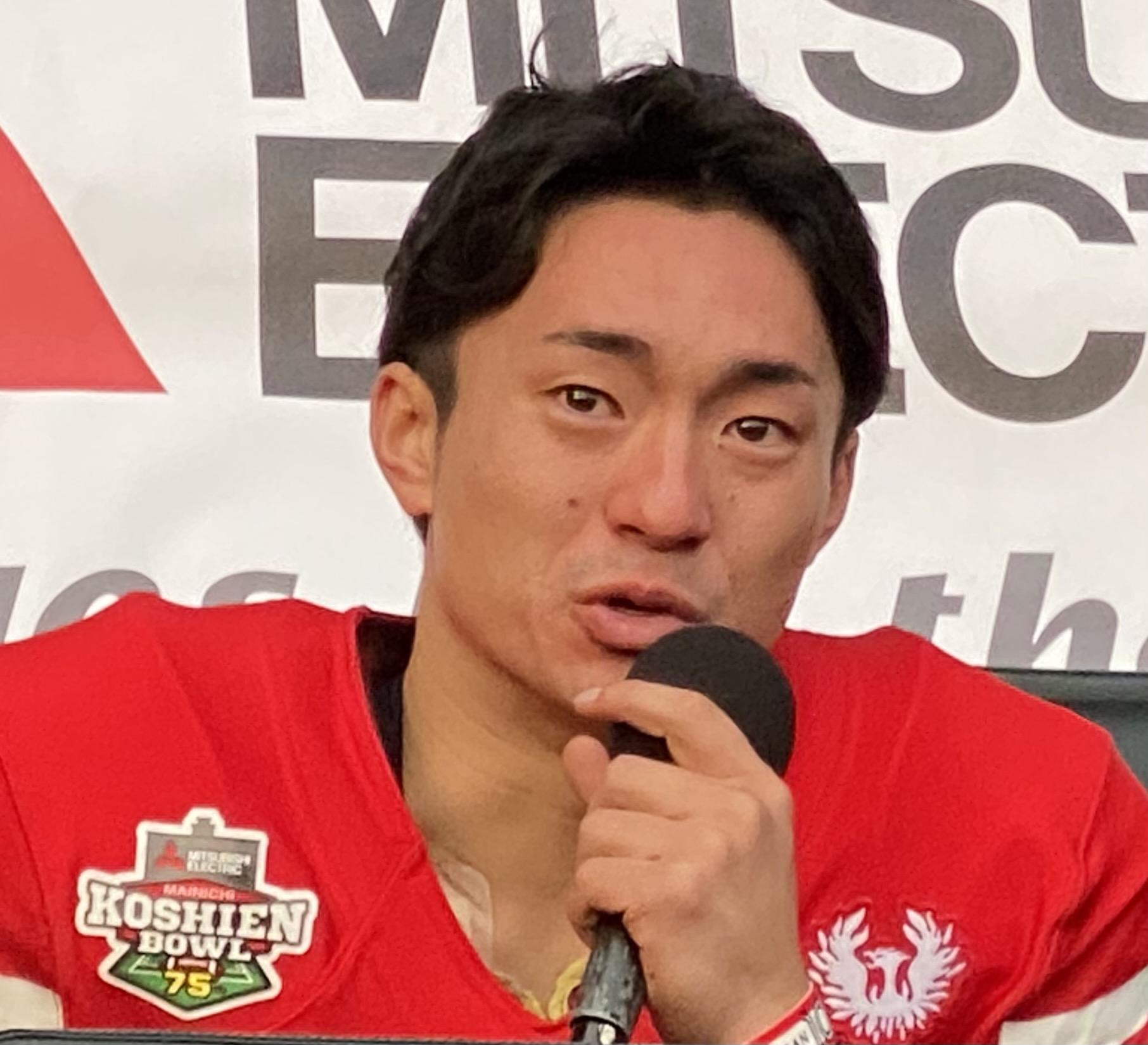 甲子園ボウルでは、出場チームのユニホームに特別協賛社のロゴが付けられている