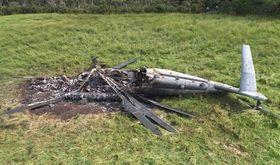 牧草地に不時着、炎上した米軍普天間飛行場所属のCH53ヘリの残骸=2017年10月12日午前8時53分ごろ、東村高江