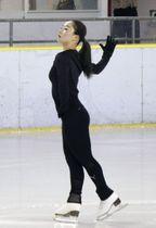 公開練習で演技するフィギュアスケート女子の樋口新葉=東京都内