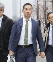 事情聴取を受けるため国会の裁判官訴追委員会に向かう東京高裁の岡口基一裁判官=4日午後